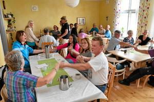 Tack för maten. Varje måltid i matsalen inleds och avslutas med ett gemensamt tack.