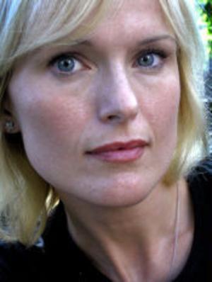 CajsaStina Åkerström har gått tillbaka till rötterna med visskivan De vackraste orden.