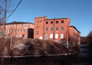 Den gamla yllefabriken i Järbo är till salu för en miljon kronor.