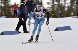 Oskar Kardin i skidspåret.