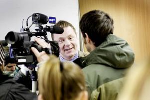 UPPVAKTAD. Kommunalråd Magnus Jonsson (S) har varit nerringd av reportrar hela dagen och fick till slut kalla till presskonferens för att hantera mediauppbådet i Ockelbo.
