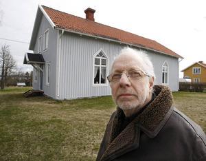 Missionshuset har stått tomt i många år, men nu lovar Håkan Toresson att huset ska börja användas igen.