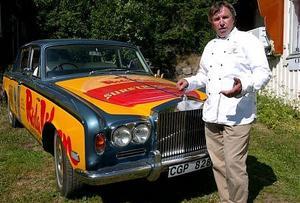 Ruben Madsen med sin Rolls Royce, som han kör ungefär 1 500 mil med varje år. Bild: Arkiv