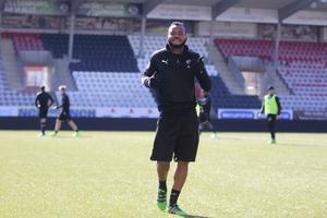 Michael Omoh, mittfältare ÖSK Fotboll.