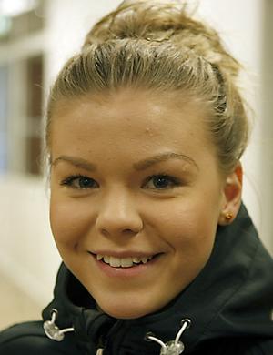 Handelsstuderande Emma Söderström, 17 år, Söderhamn.- Pappa fyllde år i går, (torsdag) så det blir ett kombinerat farsdag- och födelsedagsfirande.Som present brukar jag ge lotter.