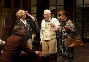 Fyra äldre aktörer möts: Lars Lind, Meg Westergren, Olof Thunberg och Gerd Hegnell i