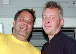 Heta kockar. Mikael Pettersson och Christian Flemström hade en hektisk invigningsdag i det nybyggda köket i Dalen.