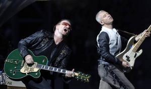 """""""The claw"""" är den spindellika jättescenen som U2 har med sig till Ullevi i helgen.                        Foto: Manu Fernandez/AP/ScanpixBono och hans U2 intar Göteborg och Ullevi för två konserter i helgen.                                         Foto: Manu Fernandez/AP/Scanpix"""