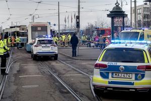 Två spårvagnar har kolliderat nära centralstationen i Göteborg.
