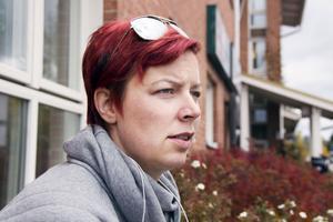 Kackerlackorna tog över Jenny Erikssons lägenhet. Sedan krävde Hoforshus henne på 12 000 kronor i hyreskostnader för den obeboeliga lägenheten. Nu vill de inte betala för att sanera möblerna från ohyran.