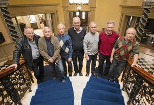 Olle Augustinson, Bengt Wallin, Martin Kling, Erik Lundberg, Bengt Jansson, Börje Andersson och Björn Janson startade föreningen 12EM i något av en protest mot de etablerade gymnasieföreningarna.