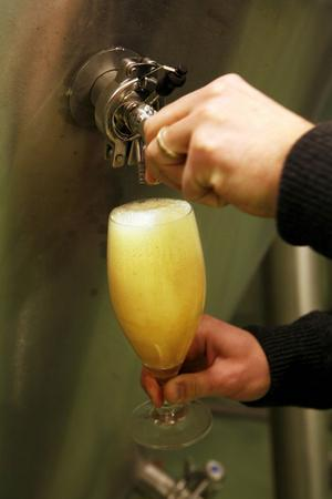 De mycket små bryggerierna på landsbygden får svårt att hävda sig i och med att Systembolaget inför nya regler. Små bryggerier i storstäderna får däremot en stor konkurrensfördel, skriver Jörgen Larsson (C).