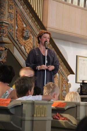 Pernilla Vosveld ledde skolavslutningen.