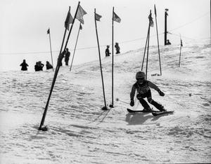 När det begav sig. Jesper Sahlstedt på väg mot ett silver i pojkklassen i Vedbobacken i april 1980.