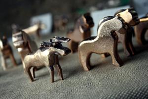 Kent Ekström från Hallsberg deltog för första gången med sina bronsstatyer. Hästar och älgar fanns att beskåda, samt egenhändigt designade ljusstakar.