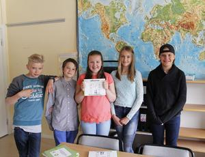 Vinnarna från Hudiksvall, från vänster: Jacob, Simon, Ebba, Moa från femteklass och Axel från sjätteklass.
