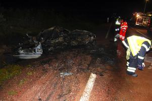 Räddningspersonal och polis arbetade under flera timmar vid olycksplatsen. Foto:Hans Olander