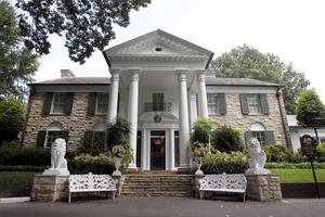 Elvis hem i Memphis öppnades för turister 1982. Alla 3 000 biljetter sålde slut på första dagen.
