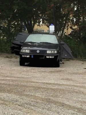 En bil, kanske kombinerat med ett tält, blir ett hem för EU-medborgare. En VLT-läsare upptäckte detta nattläger på en parkeringsplats.