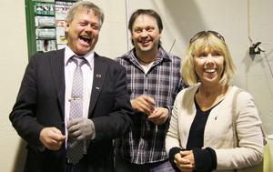 Kommunalrådet Sören Görgård (C), Loosbagarn Örjan Persson och landshövdingen Barbro Holmberg hade roligt tillsammans under onsdagen.