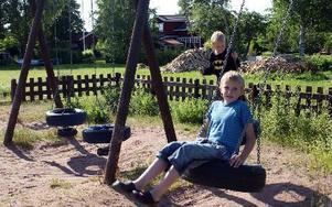 Vem vill leka här? Inte bröderna Simon och Samuel Tinnerholm i alla fall. -- Lekparken är dålig. FOTO: ANGELICA LINDVALL