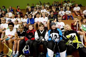 Runt 85 glada innebandyspelare fanns på plats i Öbacka Sportcenter måndag-onsdag.