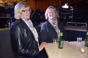 Paus. Sylvia Ahl från Lerbäck och Gunnel Andersson från Hasselfors gillar variationen i Jubelshowen.