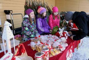 Olivia Bodin, Rebecka Holm och Tuva-Li Hansson och deras klasskompisar hade fullt upp.