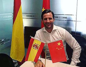 Patrik Ruiz från Alfta bor och arbetar i Shanghai sedan två månader tillbaka – och siktar på att spela hockey igen efter något års uppehåll.