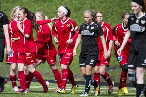 Maja Nyman (mitten) såg till att Alnö fick målljubla efter att hon reducerat till 1–2 med tio minuter kvar att spela.