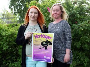 Anna Sjöbergh och Emma Engqvist från Ungdonsenheten lockar med filmläger.