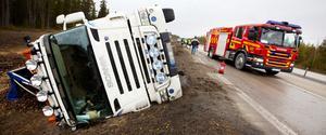 Lastbilen välte men föraren klarade sig utan skador.