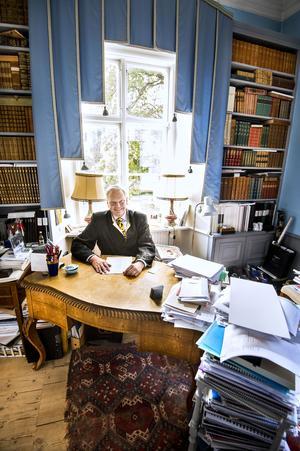 Carl Jan Granqvist i sitt arbetsrum.