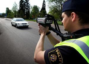 En Borlängebo har dömts för flera brott, bland annat för att ha haft en så kallad laservarnare i sin bil. Den skulle varna honom för polisens laserkameror vid fartkontroller. OBS: Bilden är tagen i ett annat sammanhang.