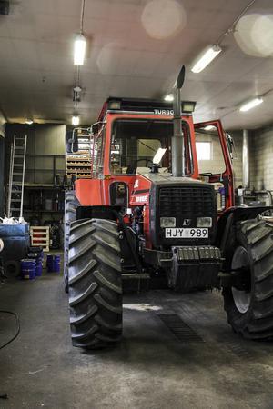 Yngst av traktorerna är denna Volvo BM från 1985.