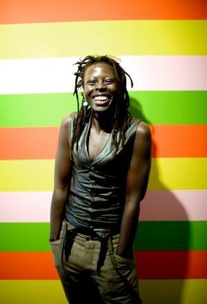 Jaqee har alltid vandrat mellan olika genrer. Nu har hon spelat in en reggaeplatta i Berlin.