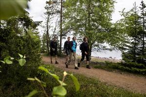 Ann-Cathrin, Stefan och Anton Granbäck tillsammans med Anita Könberg provade på en bit av de 10 mil vandringsled som Världsarvsleden bjuder på.