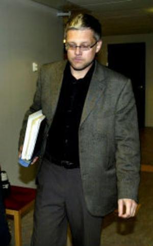 Nu ska det utredas om Göran Kvist begått tjänstefel genom att locka ecstasymisstänkta att prata mot löften om frigivning ur häkte.