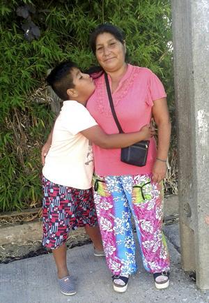 Mamma Marisol hoppas snart få träffa Michaels och de andra syskonens storebror.