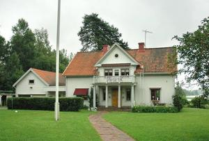 SÅLD. Gamla prästgården har nu lämnat kyrkans ägo. I stället blir det kommunalrådet med familj som ska bo i huset.