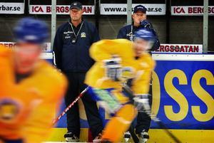 Björn Danielsson har varit med Sundsvall Hockey hela veckan och ledde gårdagens ispass tillsammans med Pär Djoos.