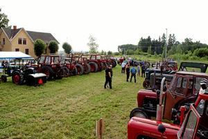 Pensionerade redskap. Även om de inte längre är i full tjänst används många veterantraktorer fortfarande för en och annan syssla förutom att delta på en traktorträff.Foto: Privat