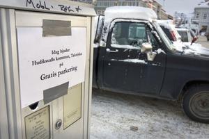 Den fria parkeringen är som en julklapp till medborgarna och för att stimulera för julhandeln. Inte för att kompensera trafiksituationen, säger Jan Kroppegård på tekniska förvaltningen.