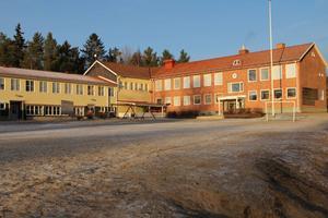 ROTEBERG (F-6) 124 elever.Alternativ 1: Oförändrat. Alternativ 2: Oförändrat. Alternativ 3: Stänga Rotebergsskolan och/eller ytterligare en skola.
