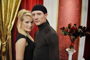 Laila Bagge och danspartnern Tobias Wallin. Hon har dragit på sig en förkylning.