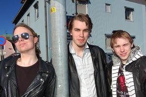 Roadrunners. För ett år sedan startade de tre kompisarna Morgan Korsmoe, Thomas Barke och Daniel Degerman bandet Roadrunners. På lördag tävlar de i Östersund i en uttagningstävling som kan leda till finalen på Sweden Rock Festival i somamr.