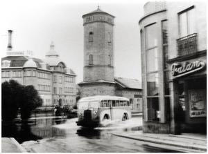 Östra Hamngatan vid Falanbiografen. 1944-06-12 Ur Bergslagets arkiv Berg