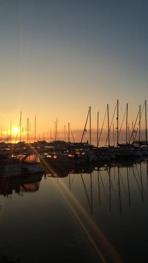Tidig morgon vid småbåts hamnen vid Lögarängen.