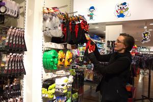 Ann-Sofie Nyberg på Leklust valde redan under förra året att ta bort heltäckande masker för vuxna i butiken.  De som finns är för barn eller täcker endast halva ansiktet.