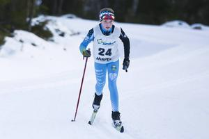 Alva Svahn, yngsta barnet i den talangfulla syskonskaran, vann D11 vid Vålåskidan, hennes första tävling i ÖSK-dressen, med en tid i paritet med vinnarna i 12-årsklasserna, både på flick- och pojksidan.